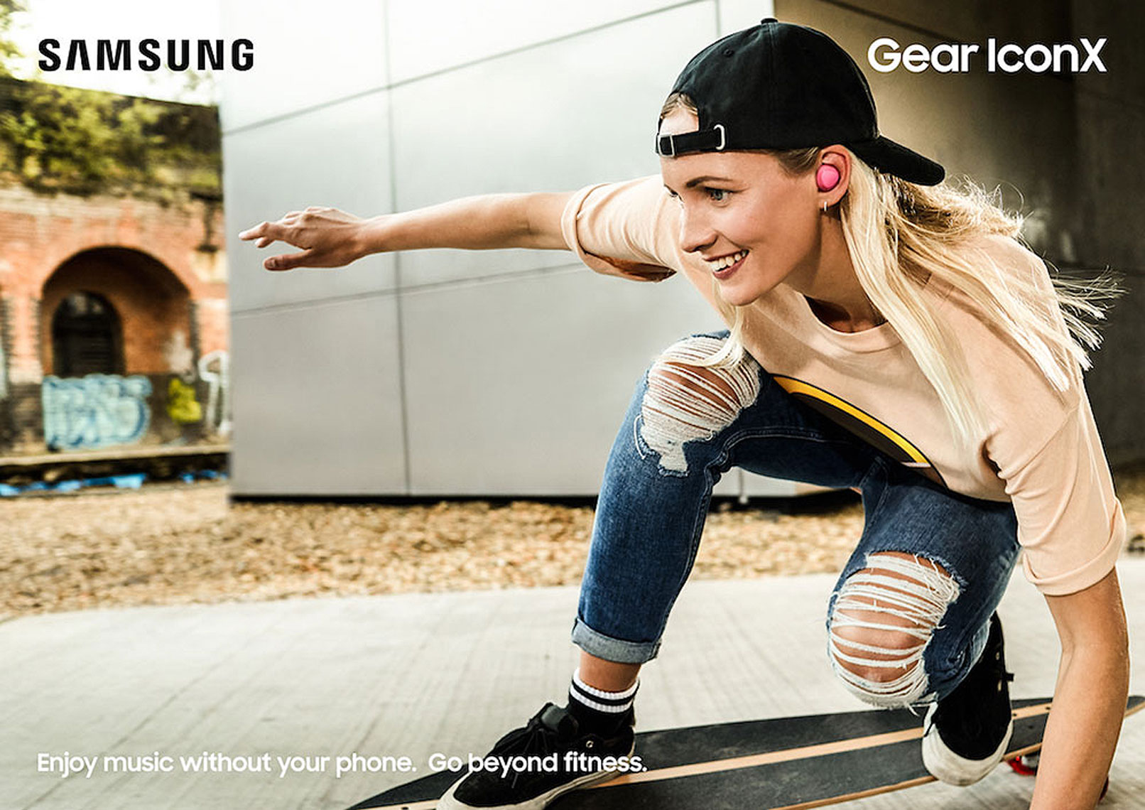 issie-gibbons-fashion-stylist-samsung-global-campaign-skater-longboard