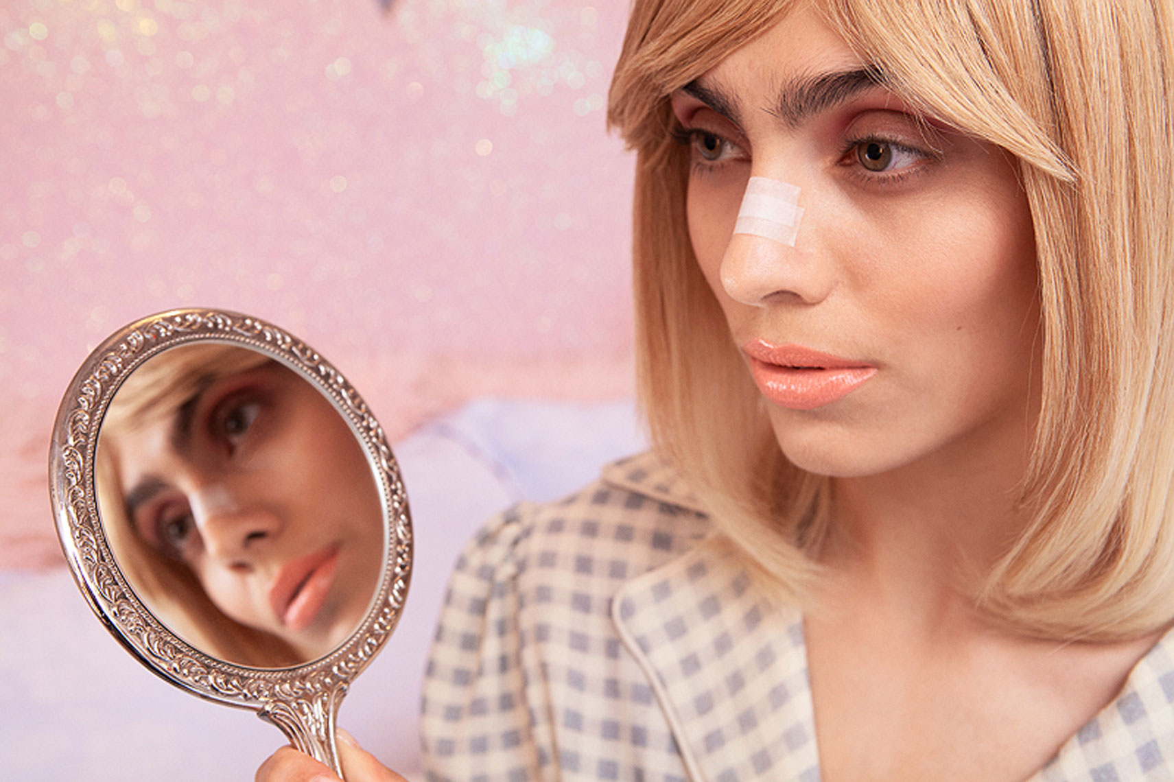issie-gibbons-fashion-stylist-vogue-italia-eaton-house-pink-house-nose-job-mirror