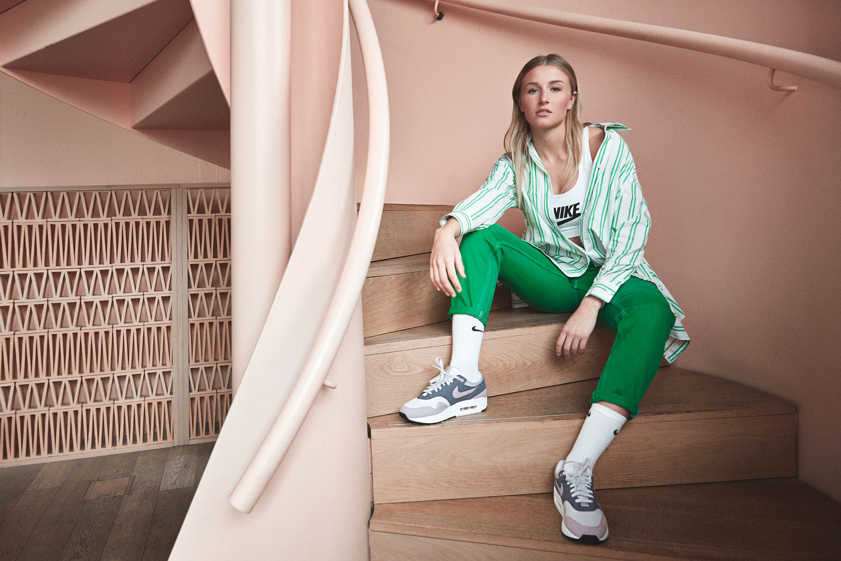 issie-gibbons-nike-airmax-leah-williamsonn-football-arsenal-women-female-green-pink